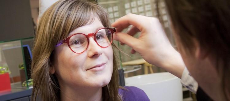 Adviseren en aanmeten bril